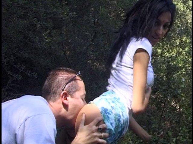 1147 1 - Jeune couple Français font une partie de sexe en forêt