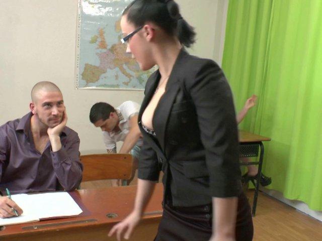 1166 1 - Un cours d'éducation sexuelle tourne à l'orgie
