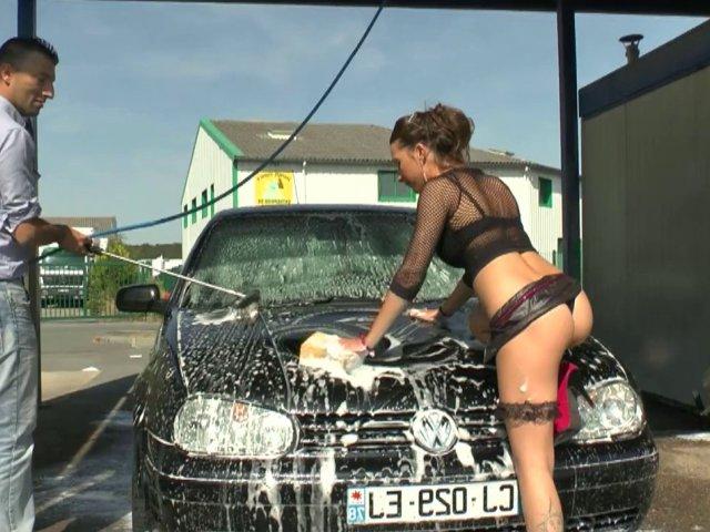 1226 1 - Baise insolite dans une station de lavage