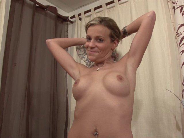 1253 1 - Alicia est une débutante se fait sodomiser