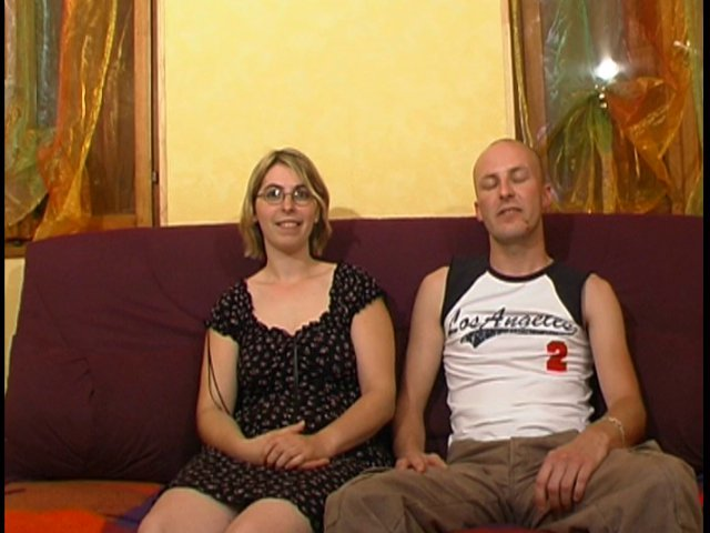 146 1 - Delphine et Mickaël forment un drôle de couple candaulisme