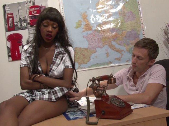 1504 1 - Jenny, bachelière indisciplinée se fait sodomiser bien profondément