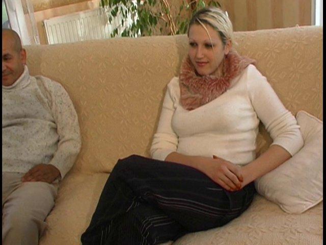 190 1 - Casteuse dépucèle un couple rencontré dans un salon x