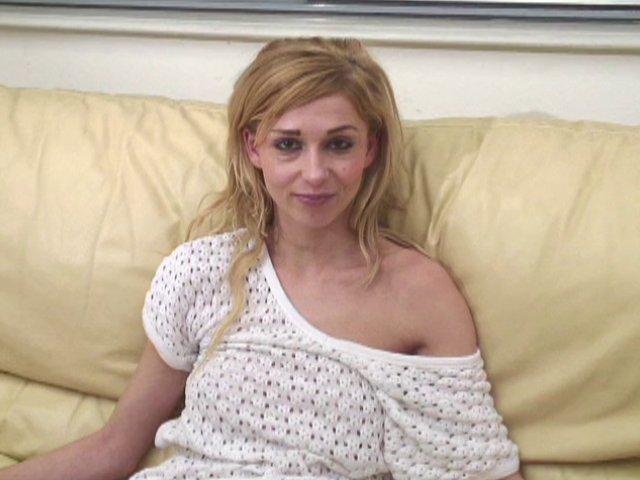 205 1 - Blonde Française coquine aux jolies mensurations