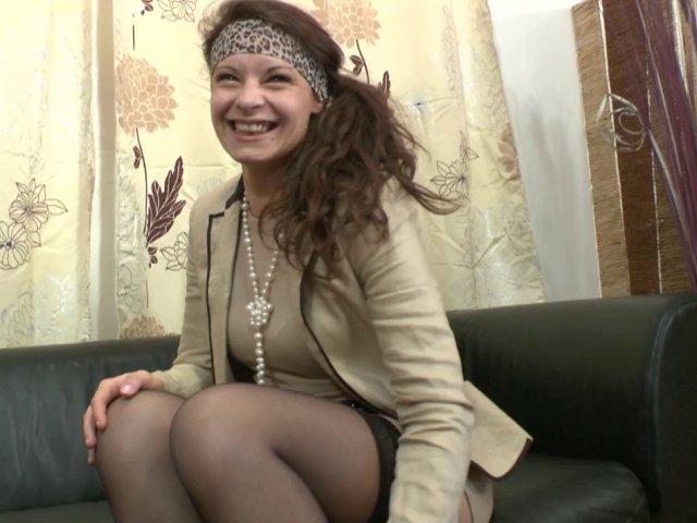 2834 1 - Lola, jeune débutante qui aime le sexe