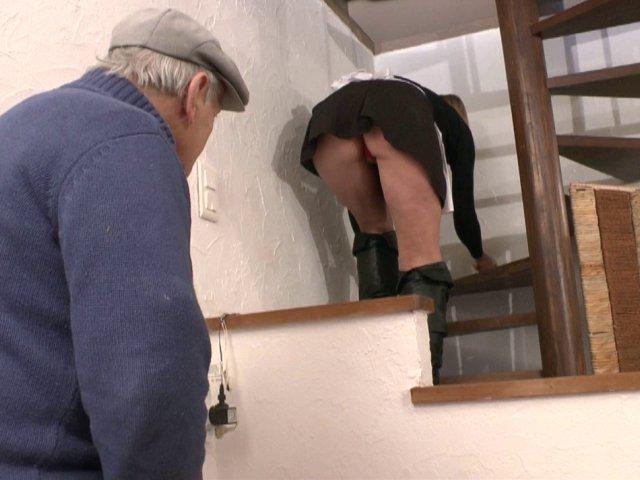 2846 1 - Papy pervers baise sa femme de ménage