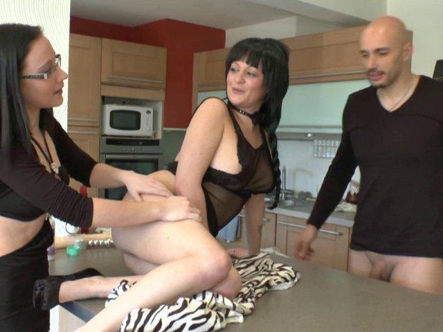 2862 1 - Couple reçoit Candice pour une initiation au fist anal et vaginal
