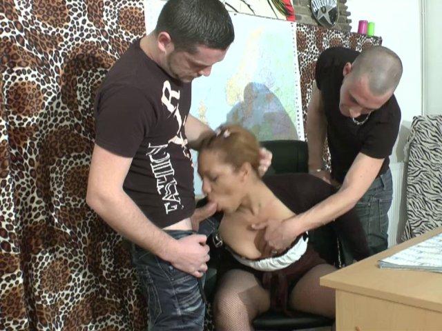 2863 1 - Une prof débordée lors de son cours d'éducation sexuelle