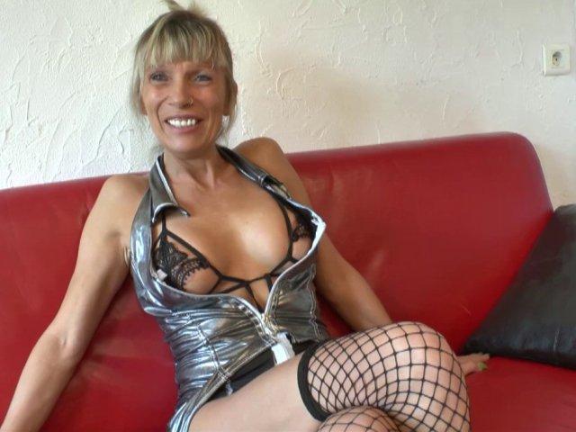 2889 1 - Shana, cougar blonde fan de fellation, revient pour une baise sauvage