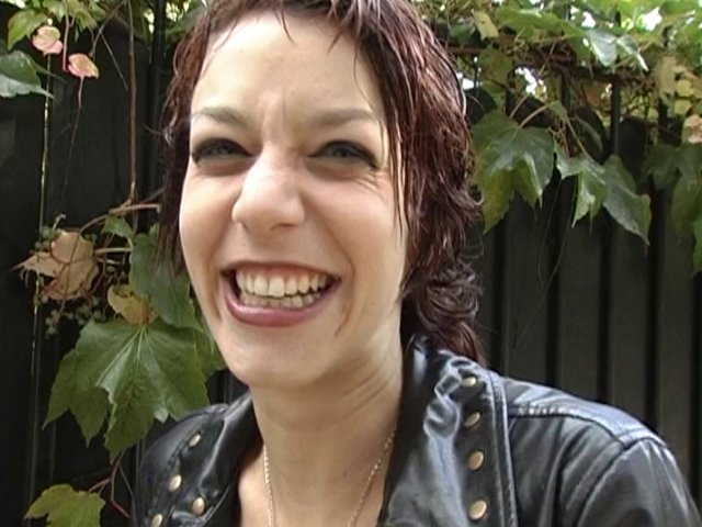 369 1 - Eliska, 22 ans, fait un reportage sur la sexualité