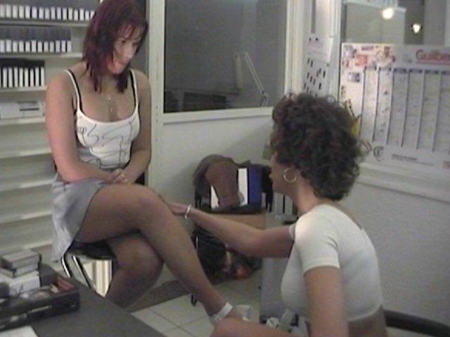 374 1 - La secrétaire va se charger elle-même du casting!
