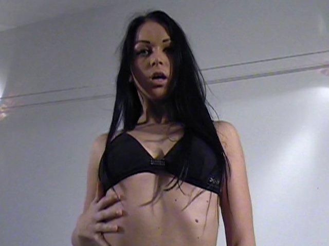 405 1 - Une séance de masturbation en solo