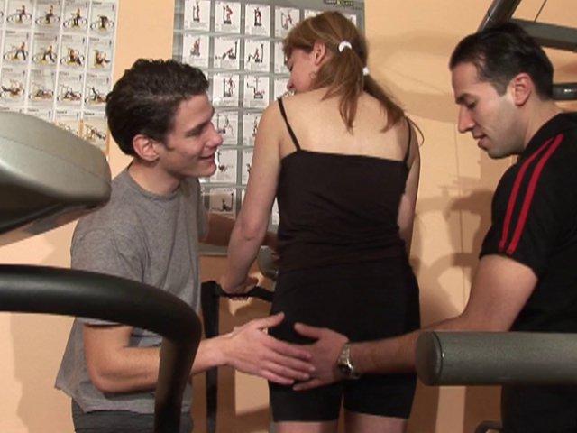 418 1 - Baise sur le banc de muscu
