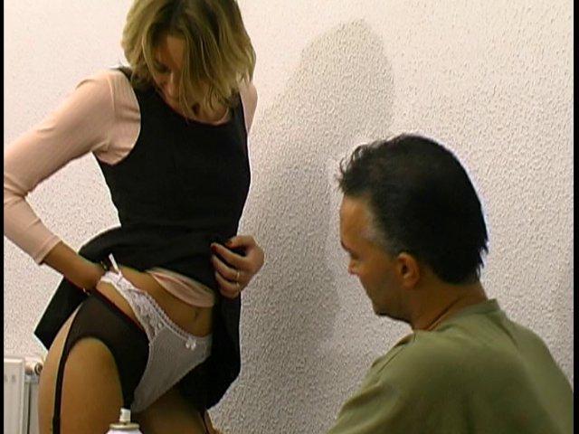 43 1 - Une élève aguicheuse baise le directeur du lycée