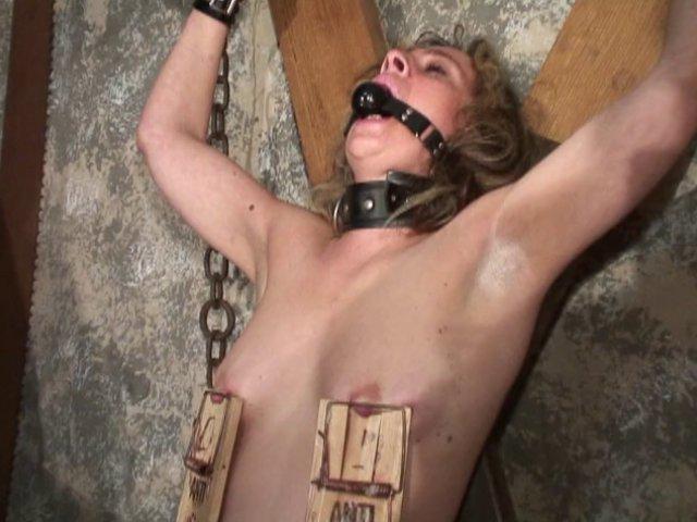 479 1 - Sofia va subir les pires sévices et humiliations !