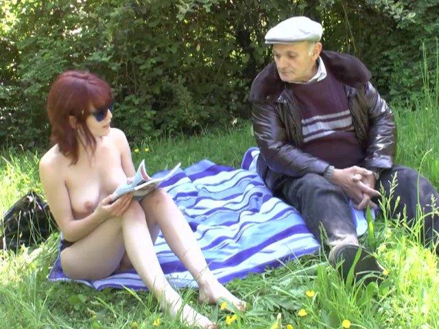 5254 1 - Entre Lisa et papy c'est partie de baise dans les herbes folles