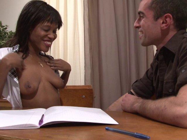 5273 1 - Tamara se fait baiser par un camarade et le pion sur le bureau
