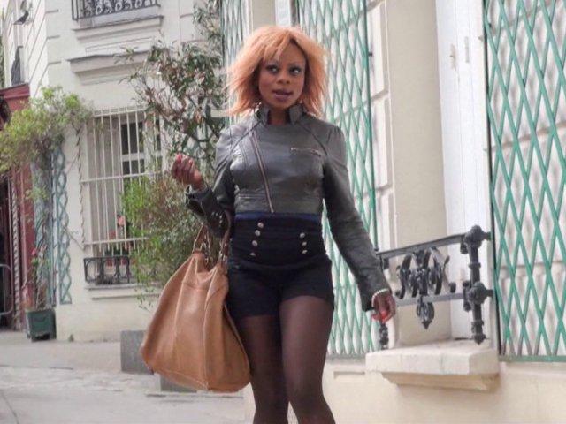 5297 1 - Naomie, blackette nympho, recherche un mâle dans les rues de Paris
