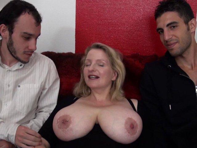 5302 1 - Carola, styliste de 38 ans aux gros seins naturels 110 f