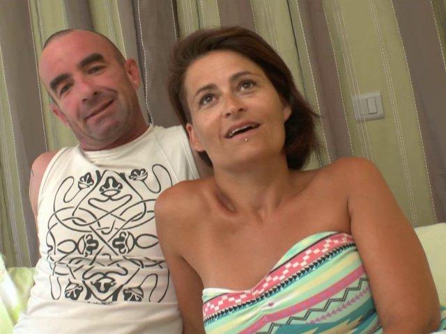 5310 1 - Amélie et son mari dans un gang-bang