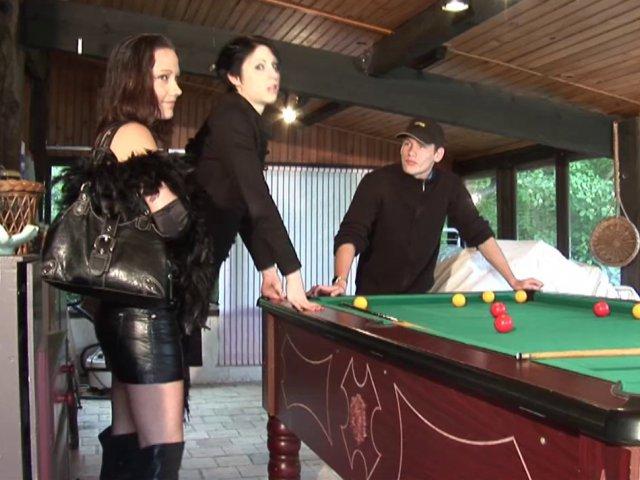 5332 1 - Deux putes Françaises baisées puis arroser de sperme