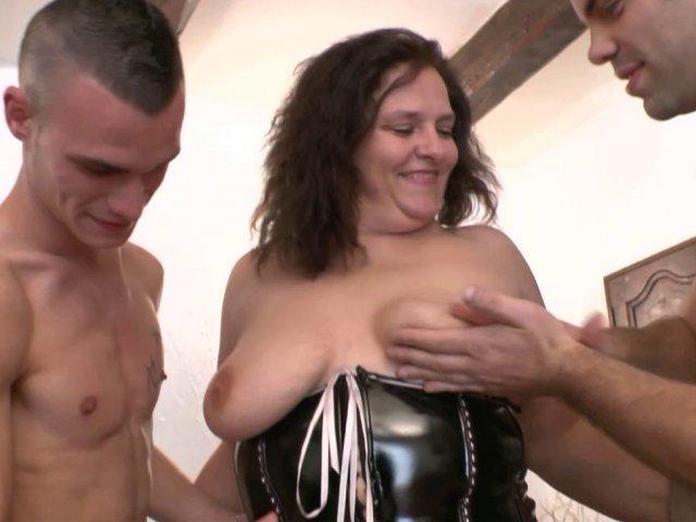 5412 1 - Dilatation et baise hardcore pour Kate, maman dodue et gourmande !