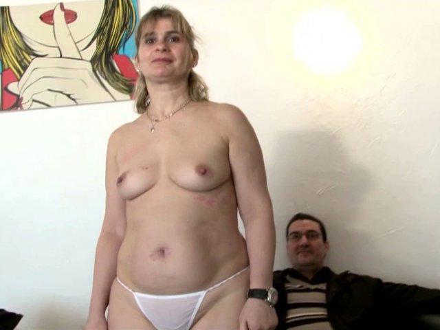 5438 1 - Carole, milf libertine, castée devant son mari.