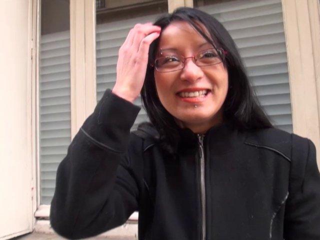 5478 1 - Max sodomise une jeune et jolie Asiatique recrutée dans la rue