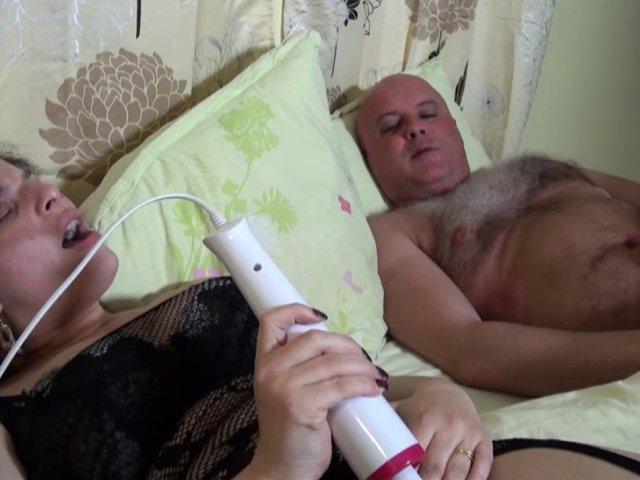 5495 1 - Phoebe s'offre un réveil orgasmique