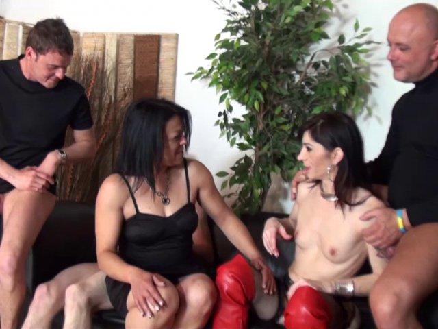 5502 1 - Linda, cougar brunette se fait un plan gonzo