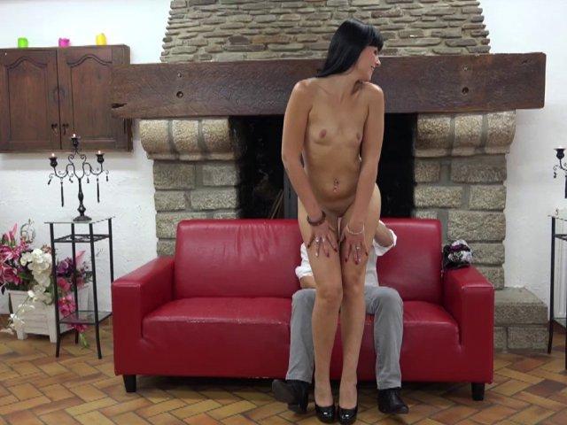 5569 1 - Cette belle brune célibataire prend le plaisir tant attendu!