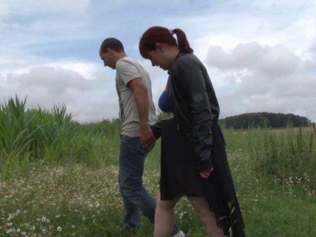 5590 1 - Voyeur baise une femme dans un champ de maïs