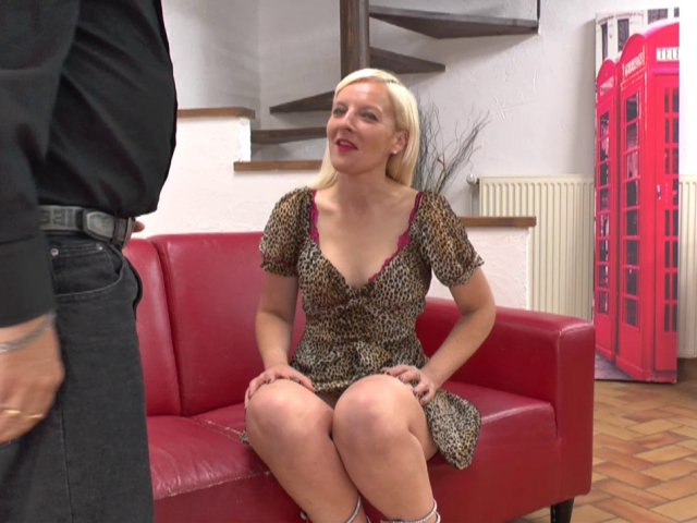 5617 1 - Une mature 40 ans Lilloise tourne son 1er porno