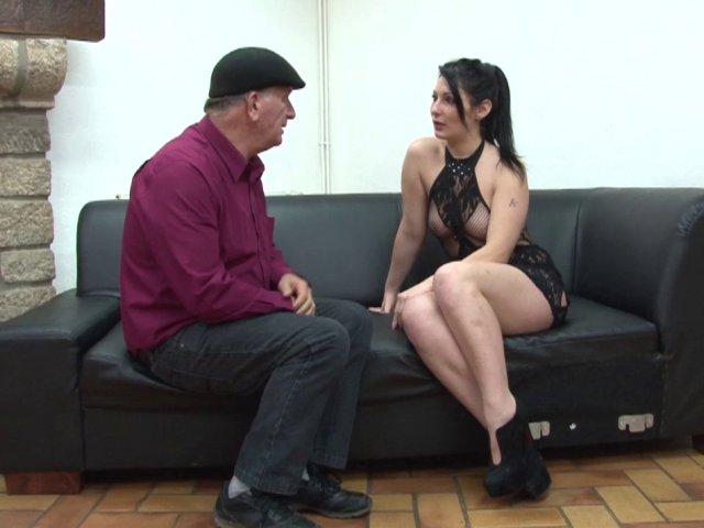 5670 1 - Trio sexe d'une amatrice coquine du Cap d'Agde!