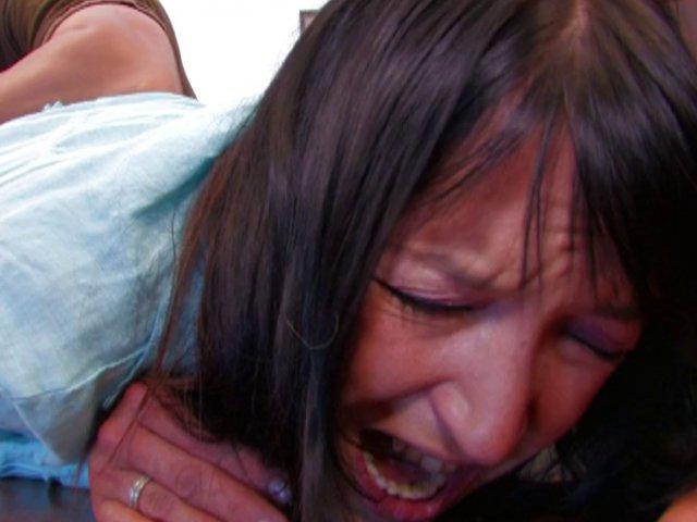 573 1 - Carla va se faire fister comme une chienne
