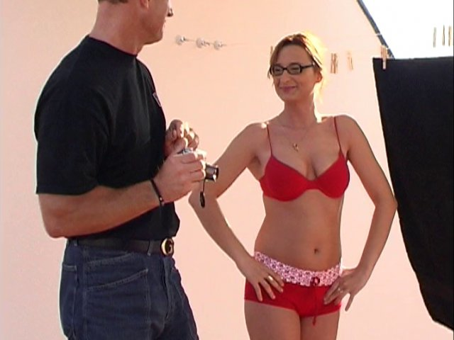 615 1 - Eva aime faire le ménage en sous-vêtements