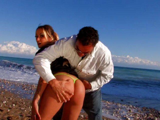 668 1 - Sexe sur une plage