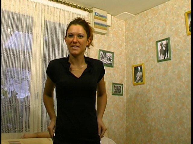 69 1 - Léna, une exhibitioniste qui aime le cul