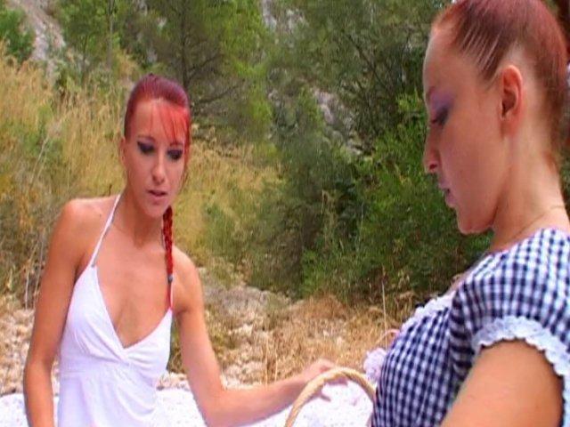 694 1 - Lola et angel font un drôle de pique-nique dans la garrigue !