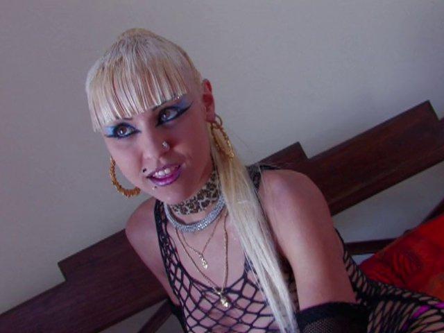712 1 - Jeune pute de 19 ans vient d'Espagne