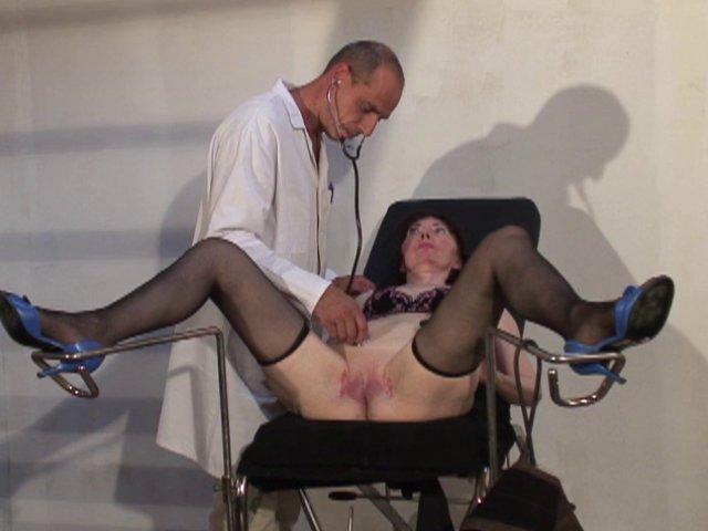 806 1 - Mme Thomas en consultation chez nos docteurs pervers