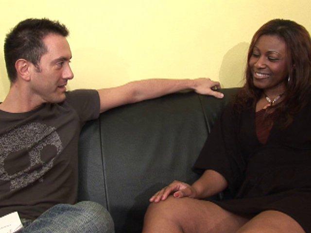 819 1 - Lise, jolie black pulpeuse tourne son 1er casting X