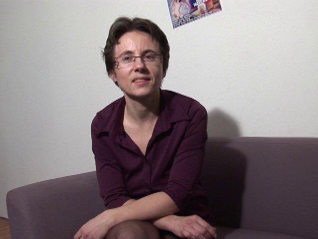 853 1 - Angélique, femme au foyer typique qui cache bien son jeu