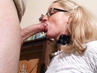 578 1 - Une étudiante sexy baise avec son prof de math !